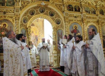 В 21-ю годовщину со дня кончины архиепископа Серафима (Тихонова) митрополит Серафим возглавил литургию в Успенском кафедральном соборе