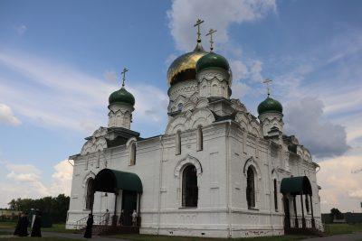 Митрополит Серафим посетил храм во имя Архистратига Михаила в селе Большая лука Вадинского района