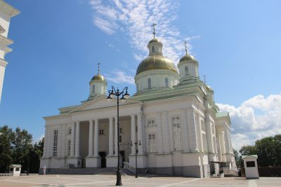 В Неделю Всех святых, в земле Русской просиявших, митрополит Серафим совершил литургию в Спасском кафедральном соборе