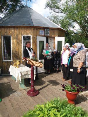 В Мокшанском благочинии состоялся традиционный молебен на источнике святой великомученицы Параскевы Пятницы