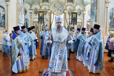 В престольный праздник митрополит Серафим совершил литургию в Боголюбском храме с. Маис Никольского района