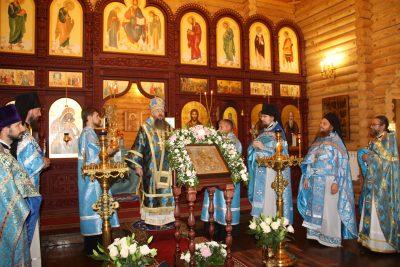 В день престольного праздника митрополит Серафим совершил литургию в Тихвинском мужском скиту на Семи Ключах