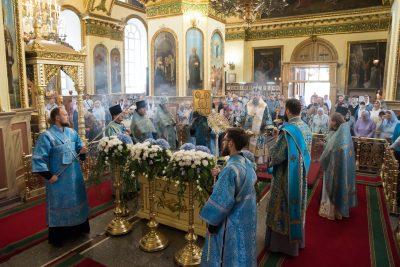 В день престольного праздника митрополит Серафим совершил литургию в Успенском кафедральном соборе