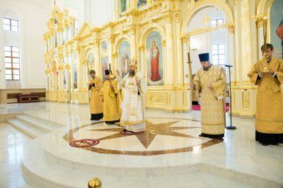 В канун Недели 7-й по Пятидесятнице митрополит Серафим совершил всенощное бдение в Спасском кафедральном соборе