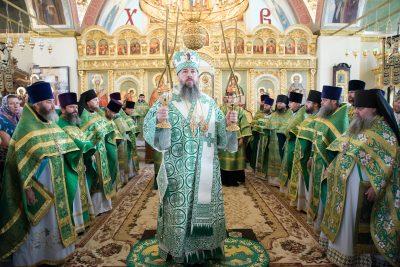 Митрополит Серафим возглавил литургию в день 70-летия со дня упокоения священноисповедника Иоанна Оленевского