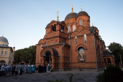 В канун Успения Пресвятой Богородицы митрополит Серафим совершил всенощное бдение в Успенском кафедральном соборе