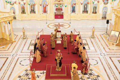 Накануне престольного праздника митрополит Серафим совершил всенощное бдение в Спасском кафедральном соборе Пензы
