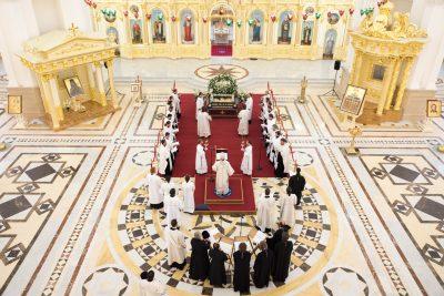 Глава Пензенской митрополии совершил всенощное бдение с чином Погребения Плащаницы в Спасском кафедральном соборе