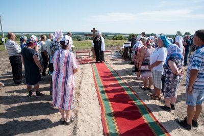 Митрополит Серафим освятил крест на основание храма в честь святителя Иннокентия Пензенского в селе Пазелки