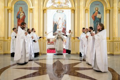 Митрополит Серафим совершил литургию и молебен перед началом учебного года в Спасском кафедральном соборе