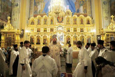 Митрополит Серафим совершил всенощное бдение с чином Погребения Плащаницы в Вознесенском кафедральном соборе Кузнецка