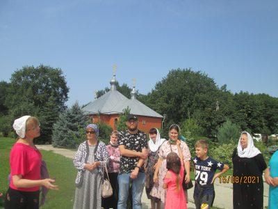 Паломники посетили пещерный монастырь Казанской Алексиево-Сергиевской пустыни в Сазанье