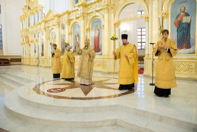 В канун дня памяти святого благоверного князя Александра Невского митрополит Серафим совершил всенощное бдение в Спасском кафедральном соборе