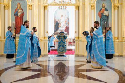 В день отдания праздника Успения Пресвятой Богородицы митрополит Серафим совершил литургию в Спасском кафедральном соборе