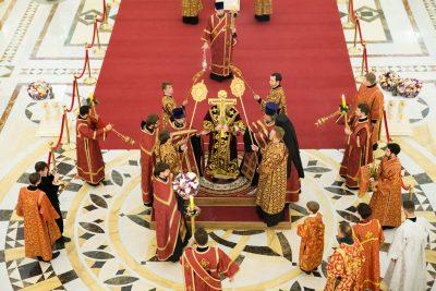 В канун праздника Воздвижения Креста Господня митрополит Серафим совершил всенощное бдение в Спасском соборе Пензы