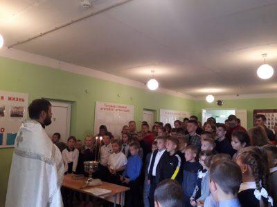 Священник совершил водосвятный молебен в средней общеобразовательной школе села Вирга