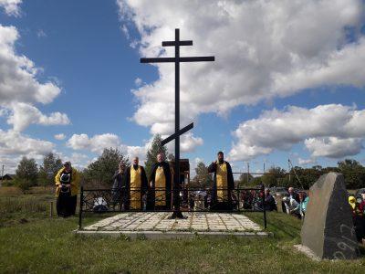 Благочинный Нижнеломовского районного округа освятил поклонный крест в селе Аршиновка