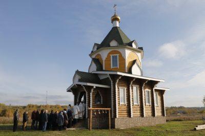 Митрополит Серафим освятил храм Живоначальной Троицы в селе Тепловка Лунинского района и совершил в нем литургию