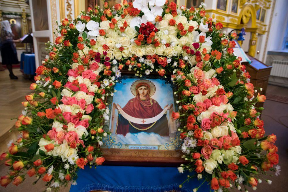 В канун престольного праздника митрополит Серафим совершил всенощное бдение в Покровском храме города Пензы