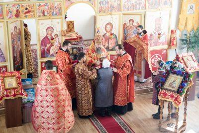 В престольный праздник митрополит Серафим совершил литургию в храме в честь священномученика Иоанна Рижского