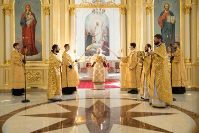 В Неделю 16-ю по Пятидесятнице митрополит Серафим совершил литургию в Спасском кафедральном соборе