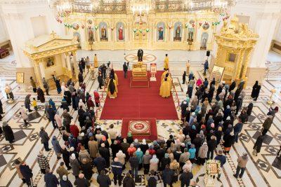 Состоялось перенесение мощей святителя Иннокентия Пензенского из Успенского храма в Спасский кафедральный собор